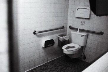 عدم رعایت بهداشت مردم چین در توالت های عمومی!